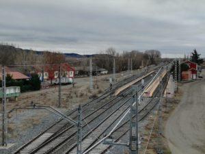 El ferrocarril sirvió de transporte para el vino de la comarca de Cigales al norte, en la línea Madrid-Irún